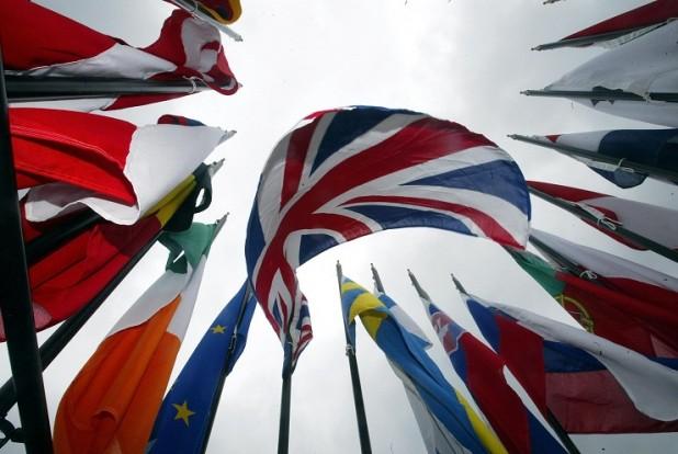 اتحادیه اروپا تعلیق برخی از تحریمهای ایران را تمدید کرد