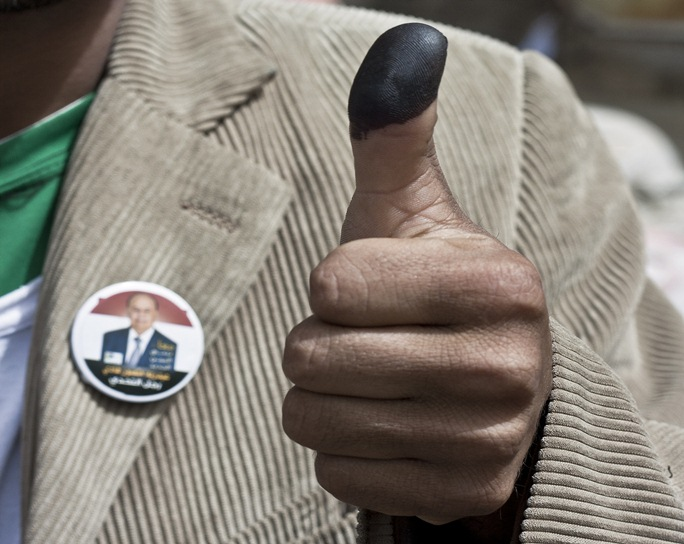 یمن برای رای اری یا خیر به «هادی» به پای صندوق آرا رفت