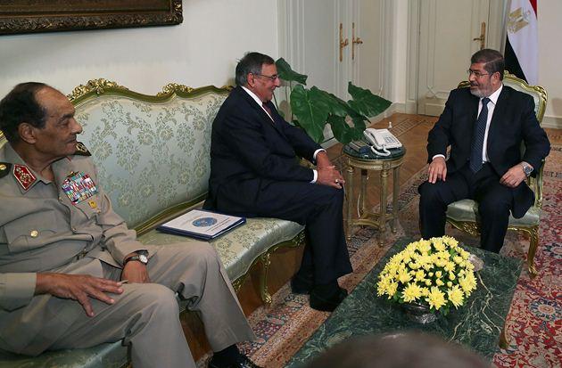 مرسی طنطاوی را برکنار و متمم قانون اساسی را لغو کرد