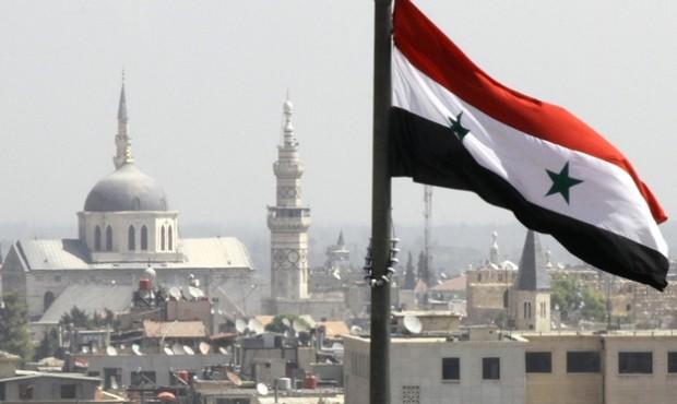 پرچم سوریه بر فراز شهر دمشق