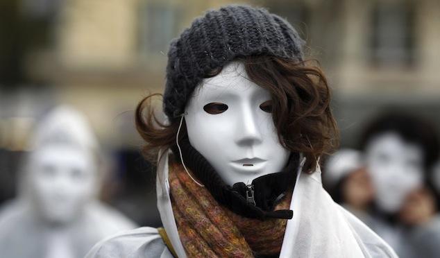 به مناسبت هشت مارس روز جهانی زن؛  دشواریهای زن ایرانی بودن