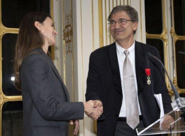 اهدای نشان افتخار فرانسه به نویسنده استانبول