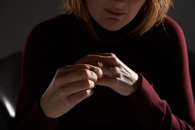 بیوگی، فشار اضافه بر تبعیضهای زنانه