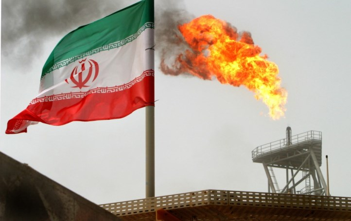 نفت ایران در سه راهی رانت، تحریم و قاچاق