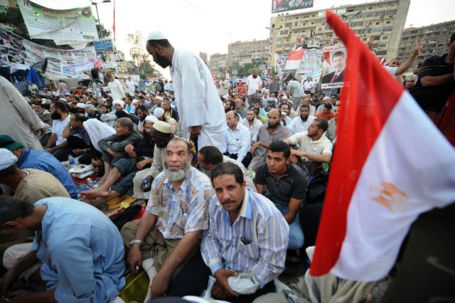 عدلی  منصور: به تحصن پایان دهید