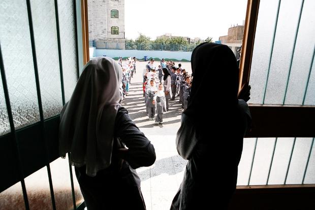 کودکان مهاجر افغان در مدرسه امام رضا در تهران