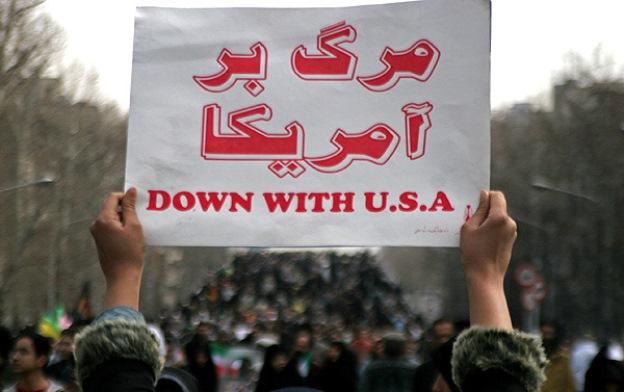 امام جمعه تهران:ما شعار مرگ بر آمریکا و مذاکره را با هم پیش میبریم
