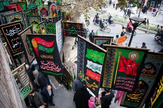 تصاویر پرچم ها و نمادهای مذهبی در تهران