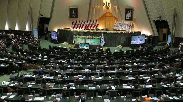 واکنش ها در مجلس ایران به توافق هسته ای این کشور با قدرت های بزرگ