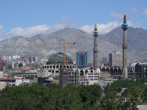 مناره ها در تهران برافراشته می شوند