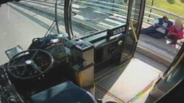 راننده اتوبوس با عمل قهرمانانه خود مردم آمریکا را متاثر کرد