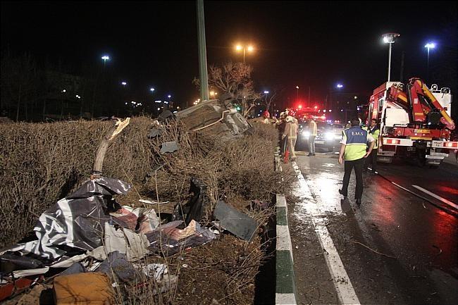 تصادف اتوبوس با کامیون حامل چسب در ایران دوازده کشته برجای گذاشت