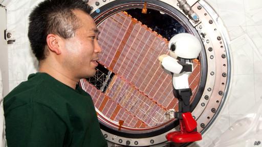 نخستین 'مکالمه مستقل' روبات با انسان انجام شد