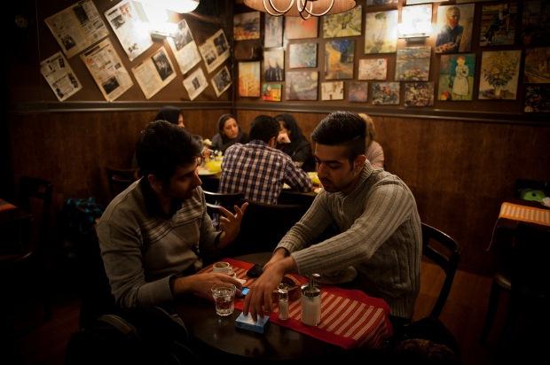 کافه های گرم در پاییز سرد پاتوق جوانان تهرانی