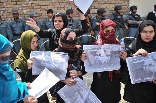 زنان افغان از خشونتها به قانون پناه می برند؛ قانونی که به سختی اجرا می شود