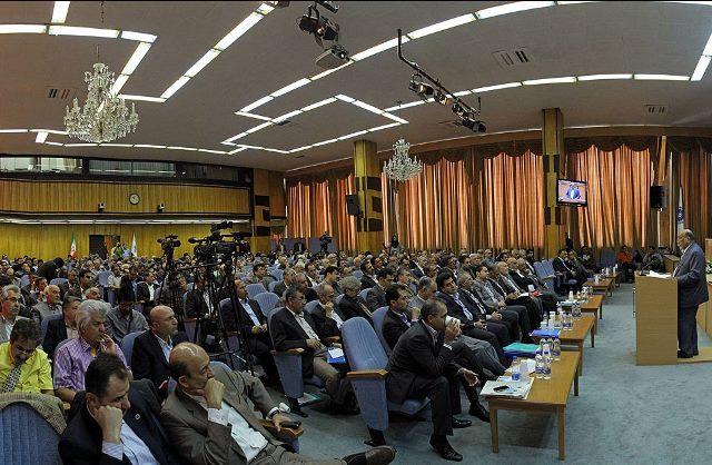 وزش تندبادهای شبه دولتی ها به اقتصاد نحیف ایران