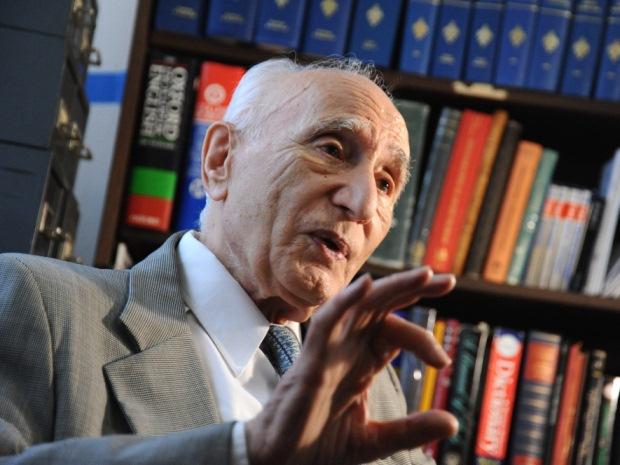 اعتراض پرفسور احسان یارشاطر به وضعیت کرسی مطالعات ایران باستان در دانشگاه پرینستن