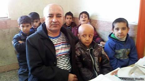 تحسین آموزگار ایرانی که سرش را برای روحیهدادن به دانشآموزش تراشید