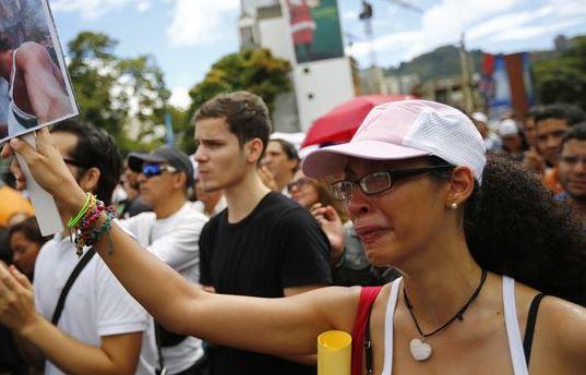 دیدار اضطراری رئیسجمهوری ونزوئلا در پی مرگ ملکه زیبایی