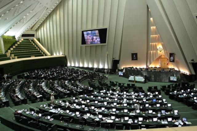 نماینده بلندپایه مجلس ایران به کمیته هسته ای شورای عالی امنیت ملی راه یافت