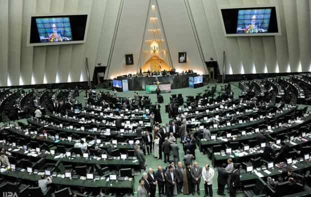 ۱۰۰ نماینده مجلس ایران خواستار رو در رویی تیم جلیلی با ظریف شدند
