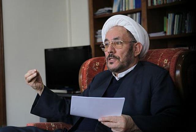 مشاور روحانی از حقوق مساوی شیعه و سنی در ایران دفاع می کند