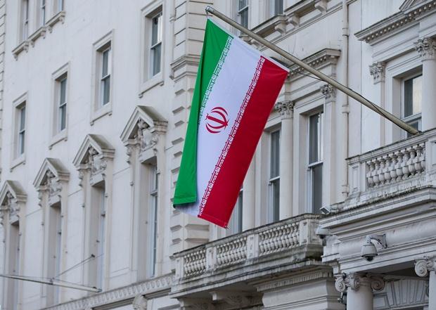 """پرچم های """"بریتانیا"""" و """"ایران"""" در """"تهران"""" و """"لندن"""" بر افراشته شد"""