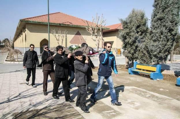 فیسبوک ادبیاتیها: از بازگشایی نشر چشمه تا ویرایش جدید «تاکسینوشتها»