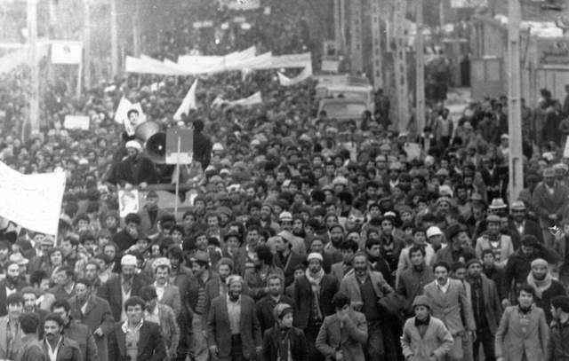 انقلاب اسلامی ایران: تردید بین سنت و تجدد