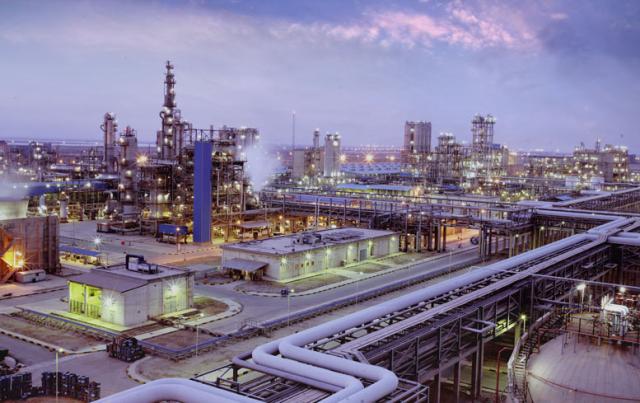 """با وجود هشدارها، وزارت نفت ایران همچنان """"بنزین پتروشیمی"""" تولید خواهد کرد"""