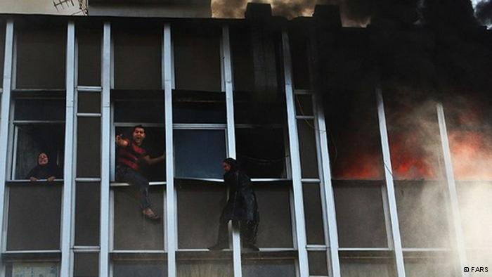 عذرخواهی دیرهنگام قالیباف از خانواده کشتهشدگان آتشسوزی تهران