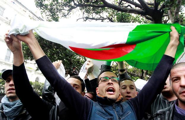 """تظاهرات استادان دانشگاه در الجزایر برای برپایی """"جمهوری جدید"""""""