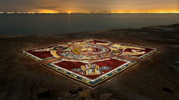 آلبوم عکس: فرش خاکی هرمز؛ پیام 'صلح برای جهانیان'