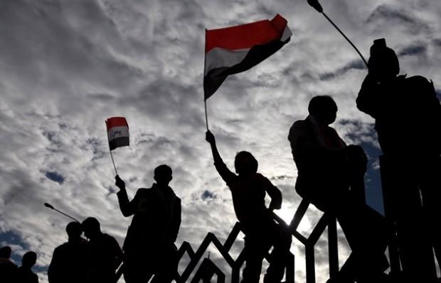 مردم یمنی پرچم این کشور را به احتزاز در آوردند - عکس رویترز