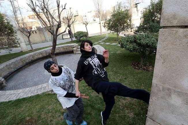 زنان ایرانی با پارکور آسمان تهران را فتح می کنند