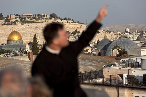 آیا اسراییل دشمن اشتباهی را هدف قرار داده؟