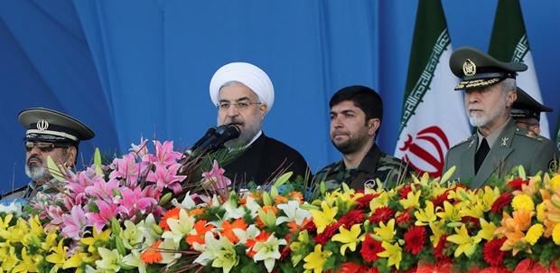 روحانی: ارتش هرگز در بازی های سیاسی مداخله نمی کند