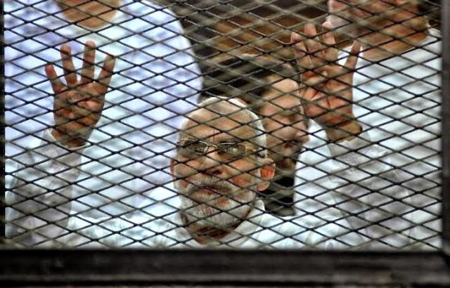 رهبر اخوان المسلمین مصر و ۶٨٢ تن دیگر به اعدام محکوم شدند
