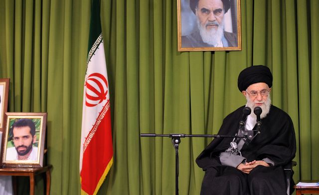 آیتالله خامنهای: مذاکرات هستهای باید ادامه یابد