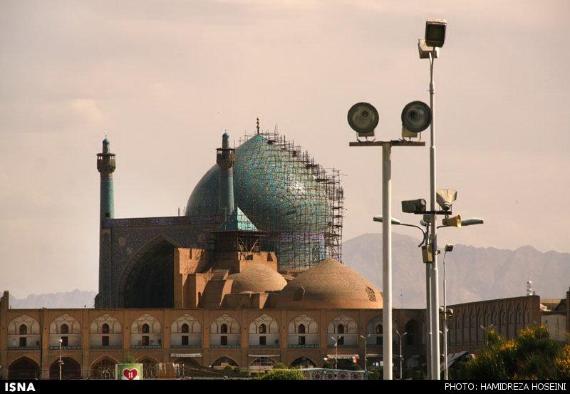 گزارشی تصویری از مسجد زخمخورده میدان نقش جهان