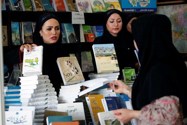 هفتاد درصد ناشران ایرانی کتاب چاپ نمی کنند