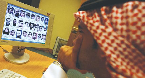 وزارت کشور عربستان سعودی: مردم برای مقابله با سازمان های شبیهه القاعده در اینترنت همکاری کنند