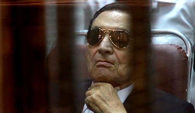 حسنی مبارک در یکی از پرونده ها، به سه سال زندان محکوم شد