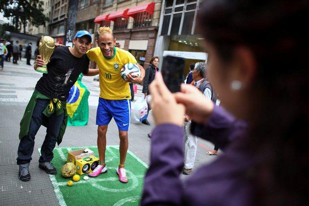 یک روز مانده به جام جهانی ۲۰۱۴