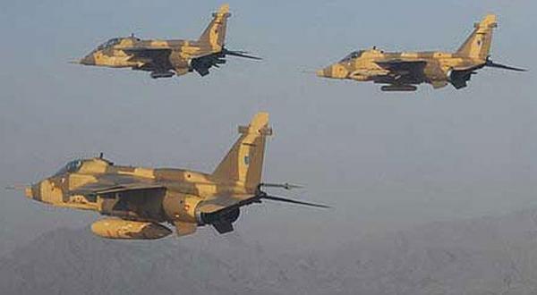 """حمله های شدید نیروی هوایی سوریه علیه پایگاه های """"داعش"""" در الرقه و حسکه"""