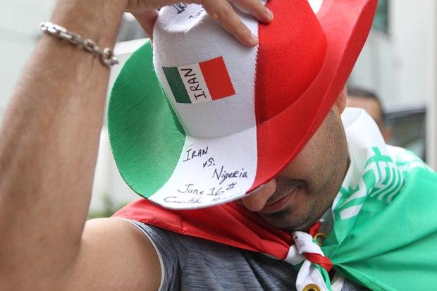 تصاویر تشویق هواداران تیم ملی ایران در مقابل هتل محل اقامتشان