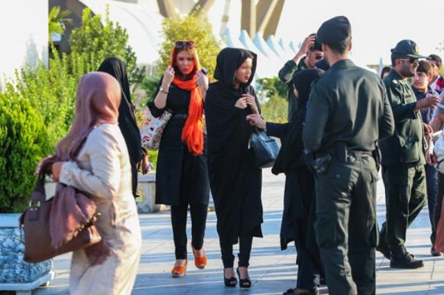 """وزیر دادگستری ایران: در زمینه حجاب صرفا """"برخورد"""" نتیجه نمی دهد"""