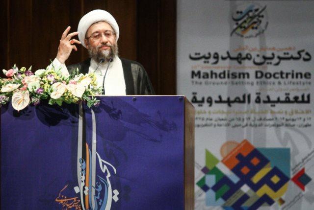"""آملی لاریجانی: شعار """"با زور به بهشت نبریم"""" تز لیبرالی است"""