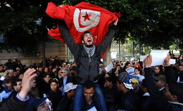 فوکویاما و مورد استثنائی دموکراسی در تونس