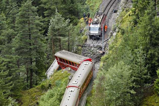 سوییس: رانش کوه و سقوط قطار